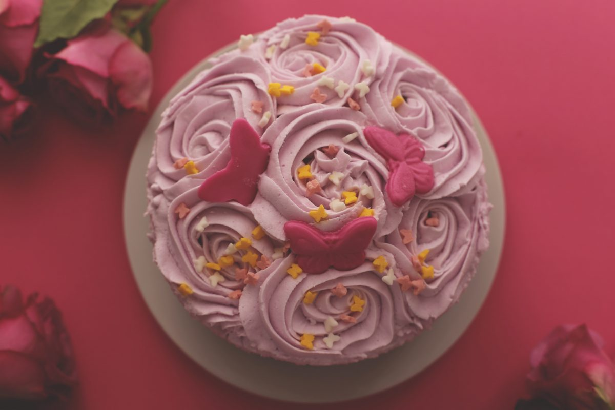 image of a cake linking to rolingscakes.com